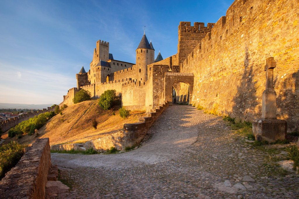 Entrance to medieval town of Carcassonne, Languedoc-Roussillon, France : Stock Photo