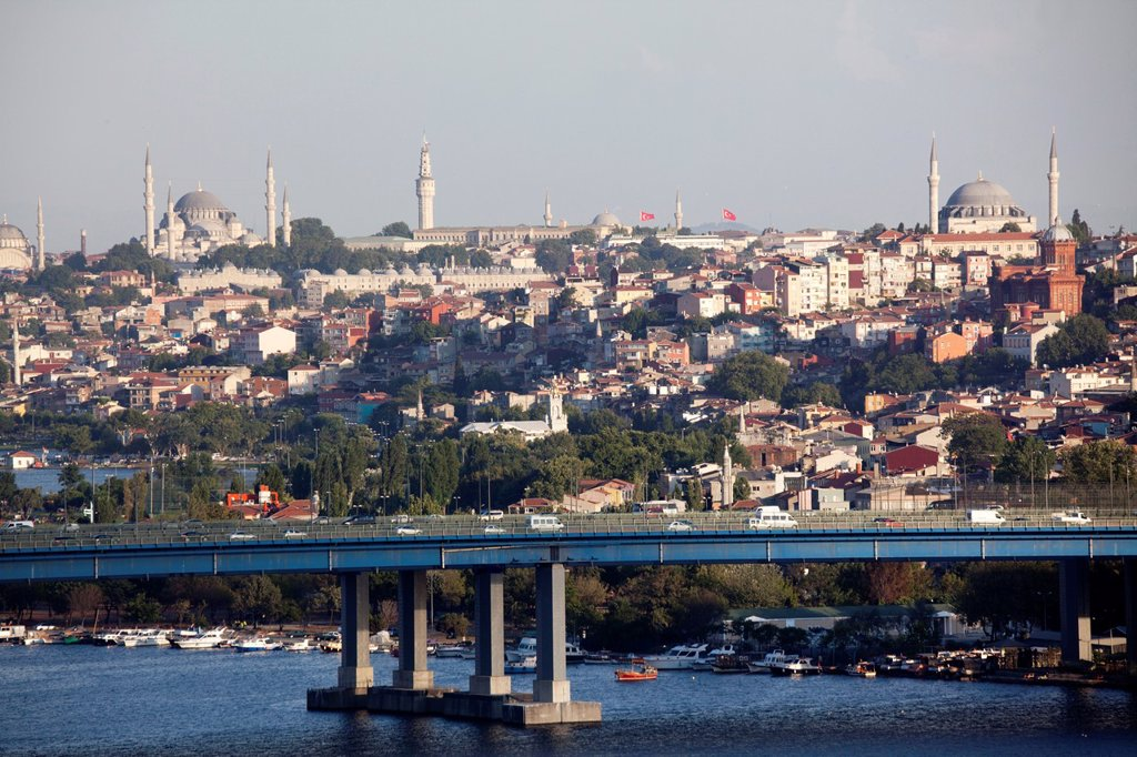 Stock Photo: 1566-1022255 view from the ´Pierre Loti´ viewpoint, looking at the golden horn, istanbul