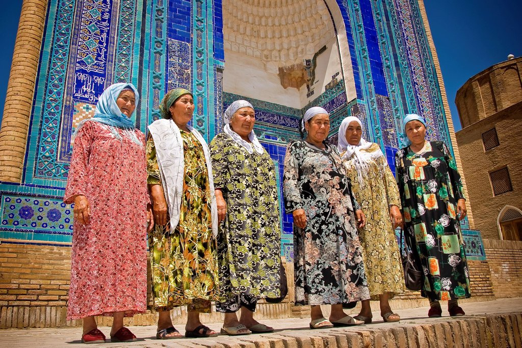 Stock Photo: 1566-1022688 Uzbekistan, Samarkan, Shoi Zinda mausoleum, Women