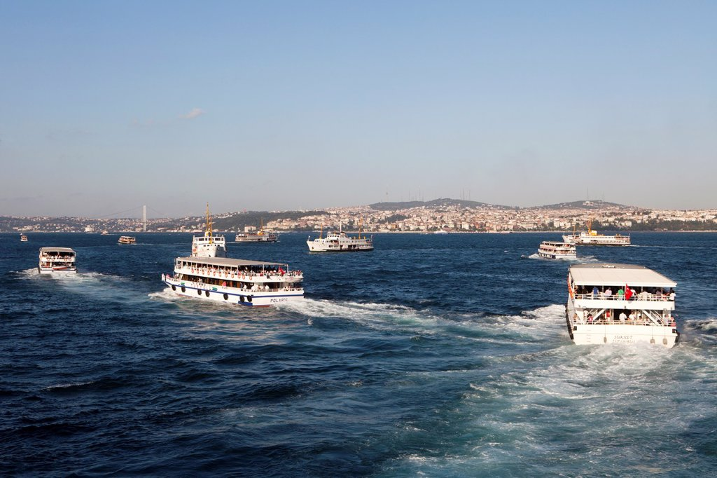 Stock Photo: 1566-1023133 ferry on the Bosphorus, istanbul