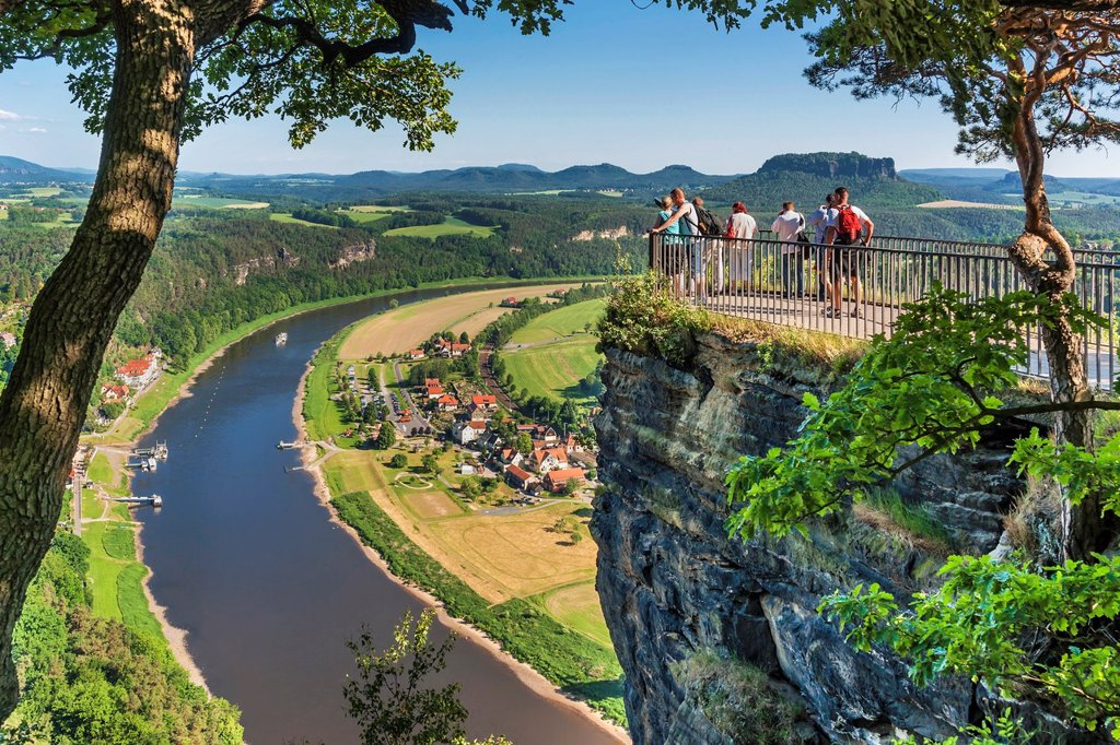 View from the spectacular rock formation Bastei Bastion to health resort Rathen and the Elbe River The Bastei is one of the most visited tourist attractions in the national park Saxon Switzerland In the background is the Table Mountain Lilienstein He is o. View from the spectacular rock formation Bastei Bastion to health resort Rathen and the Elbe River The Bastei is one of the most visited tourist attractions in the national park Saxon Switzerland In the background is the Table Mountain Liliens : Stock Photo