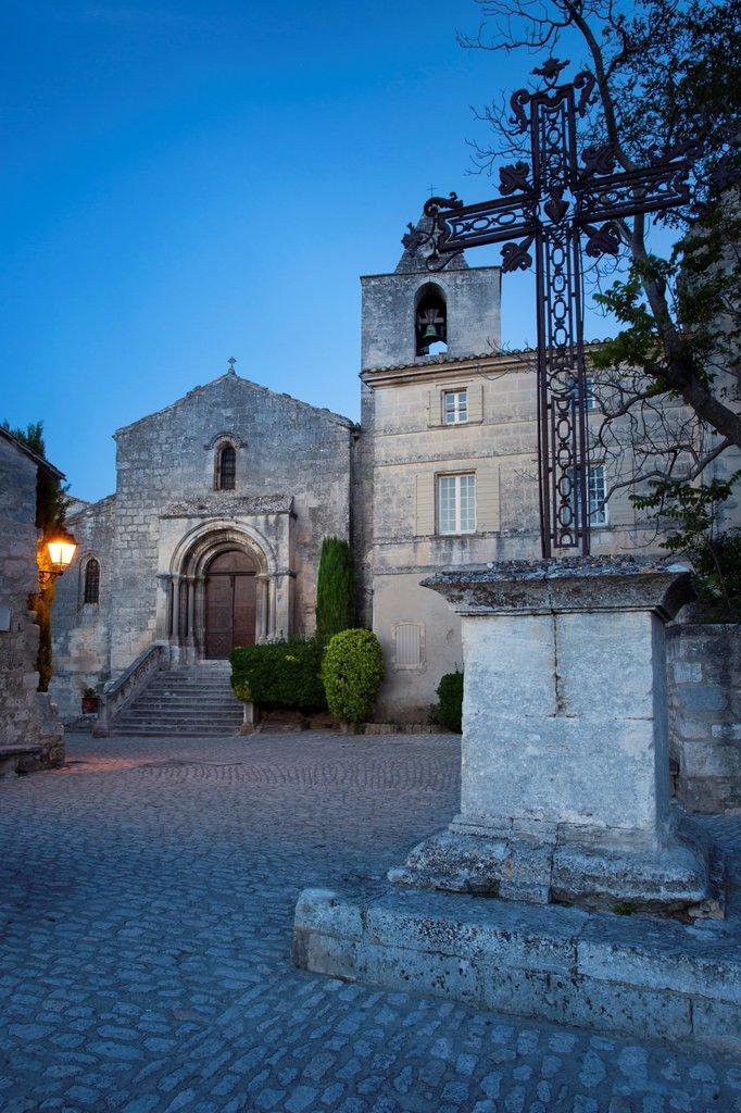 Stock Photo: 1566-1024618 Wrought Iron cross at Place de Saint Vincent, Les Baux de-Provence, France