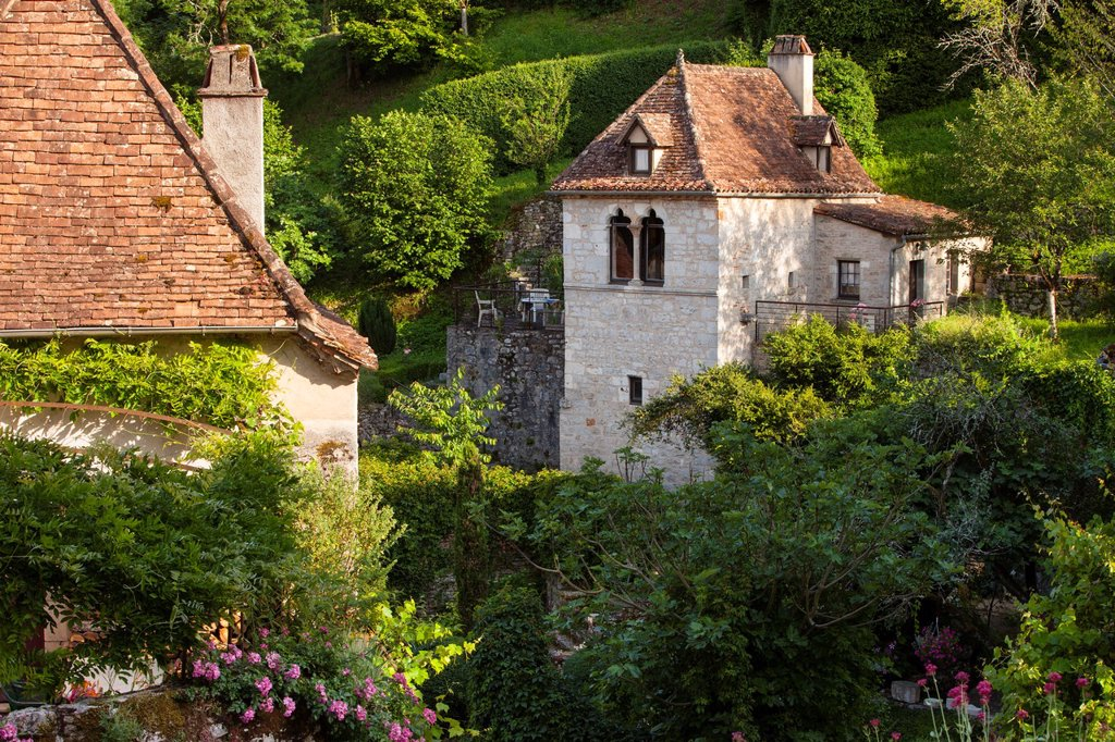 Homes and flower gardens in Saint-Cirq-Lapopie, Lot Valley, Midi-Pyreness France : Stock Photo