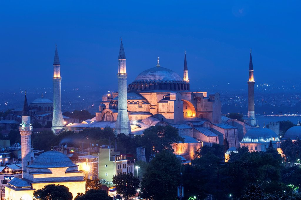 Stock Photo: 1566-1024947 Hagia Sophia museum at twilight, Istanbul, Turkey