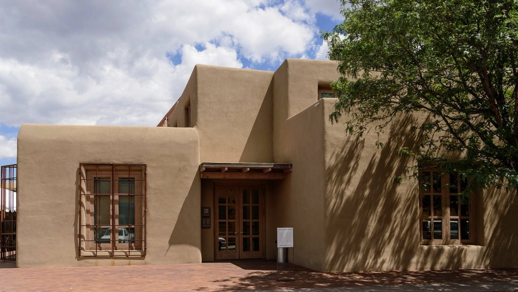 Exterior of the Georgia O´Keefe Museum, Santa Fe, New Mexico, USA : Stock Photo