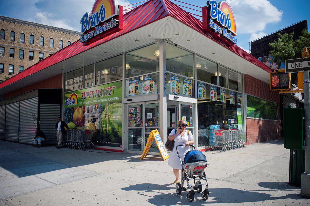 Stock Photo: 1566-1028020 Bravo chain supermarket in the primarily Dominican New York neighborhood of Washington Heights
