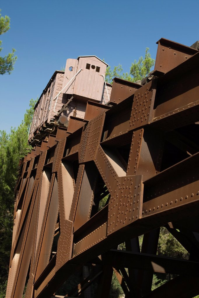 Stock Photo: 1566-1029772 CATTLE-CAR MEMORIAL TO DEPORTEES YAD VASHEM HOLOCAUST MUSEUM JERUSALEM ISRAEL