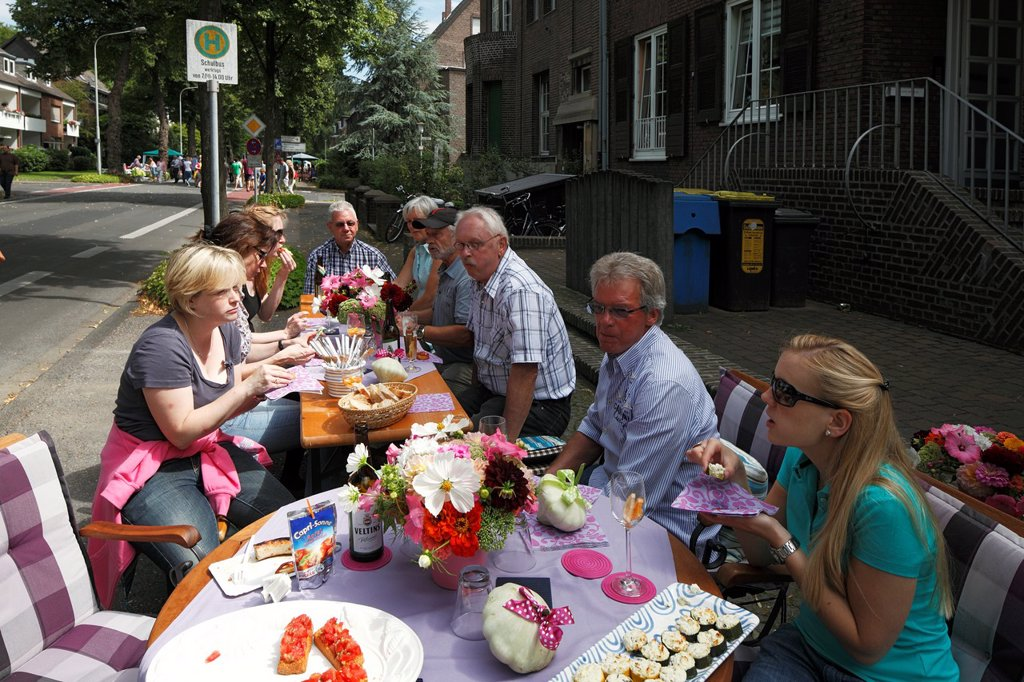 Stock Photo: 1566-1031297 D-Krefeld, Rhine, Lower Rhine, Rhineland, North Rhine-Westphalia, NRW, Friedrich-Ebert-Strasse, street party ´Summer Street´ 2012, summer fair of the street dwellers to upkeep good neighborhood
