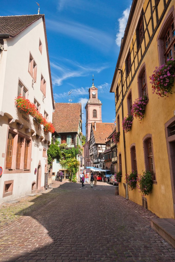 Charming traditional houses in Riquewihr, Alsace, France, Europe : Stock Photo