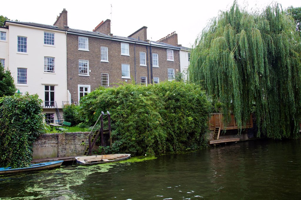 Stock Photo: 1566-1031990 Homes along Regent Canal Bewteen Camden Town and Regents Park - London UK