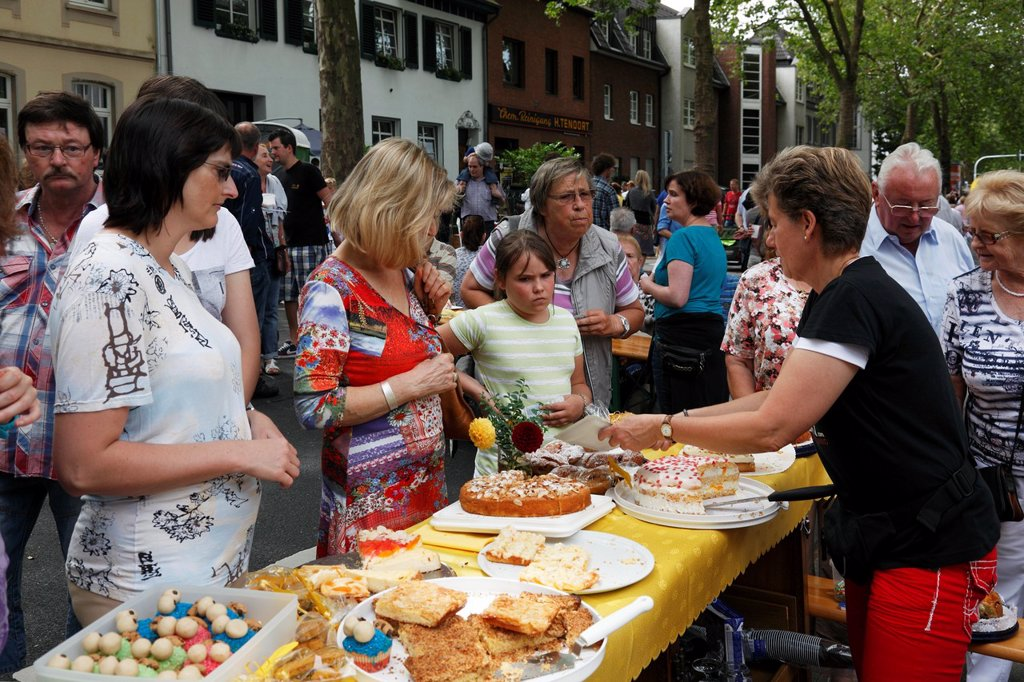 Stock Photo: 1566-1033245 D-Krefeld, Rhine, Lower Rhine, Rhineland, North Rhine-Westphalia, NRW, Friedrich-Ebert-Strasse, street party ´Summer Street´ 2012, summer fair of the street dwellers to upkeep good neighborhood