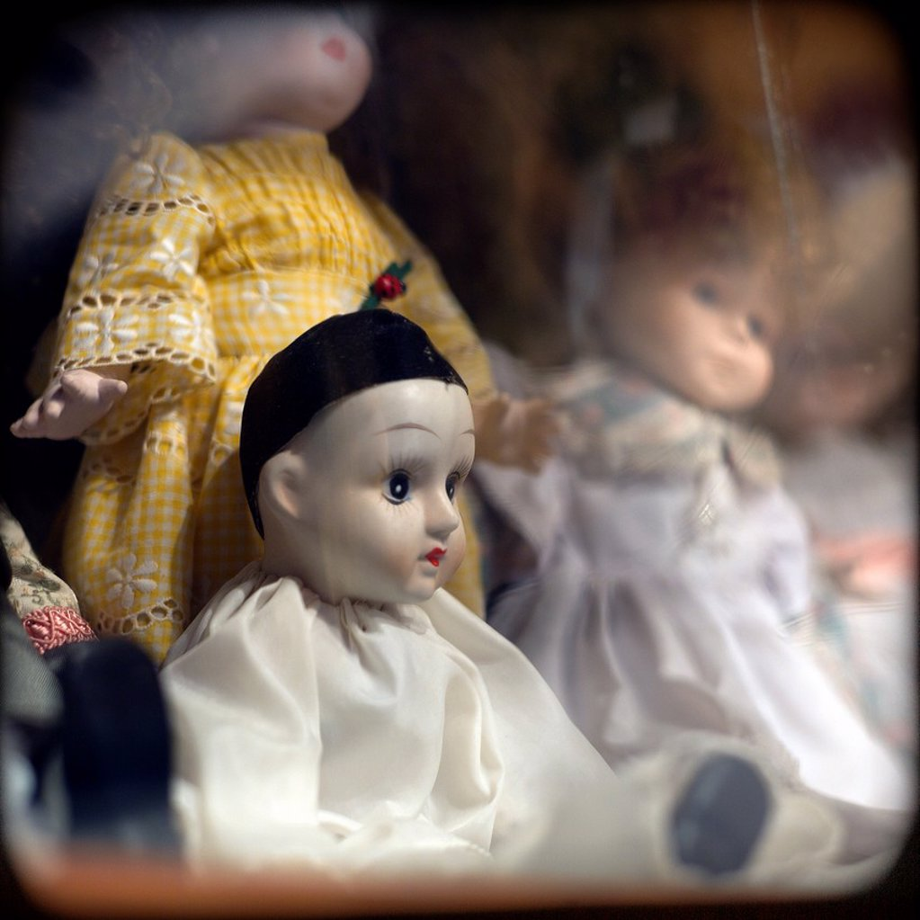 Stock Photo: 1566-1037353 Old dolls