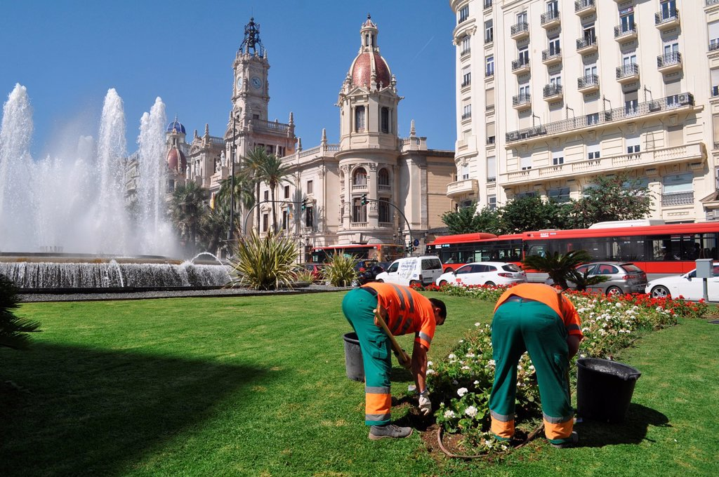 Valencia, Spain: gardeners at work in Plaza del Ayuntamiento : Stock Photo