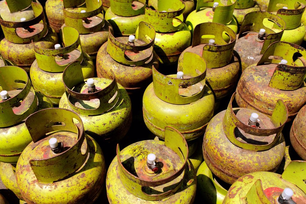 Stock Photo: 1566-1042971 Gas cylinder, Jakarta, Indonesia, Asia