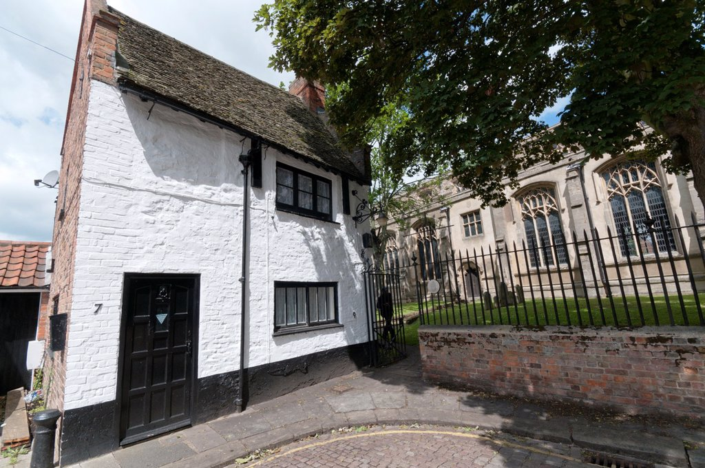 Stock Photo: 1566-1043447 Europe, England, Norfolk, King´s Lynn - a small seventeenth century cottage next to St Nicholas church known as the ´Exorcists House´