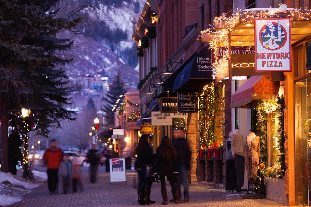 Stock Photo: 1566-1044437 USA, Colorado, Aspen, downtown shoppers, dusk