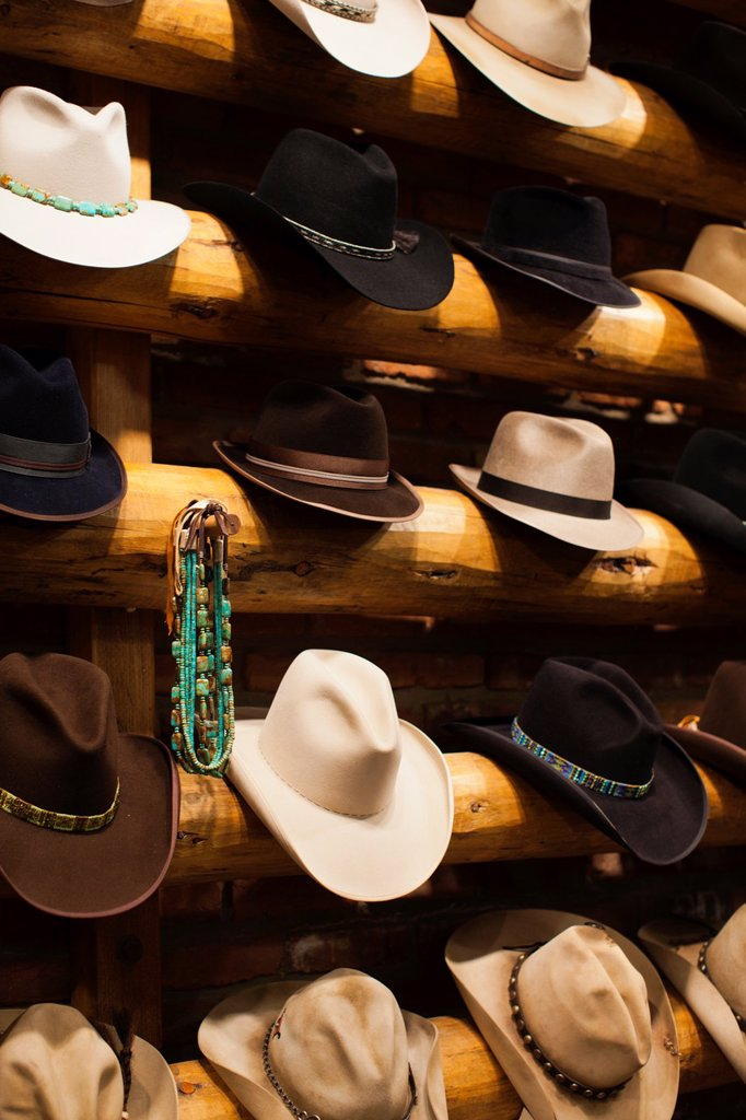 Stock Photo: 1566-1044439 USA, Colorado, Aspen, Cowboy Hats, Kemo Sabe shop