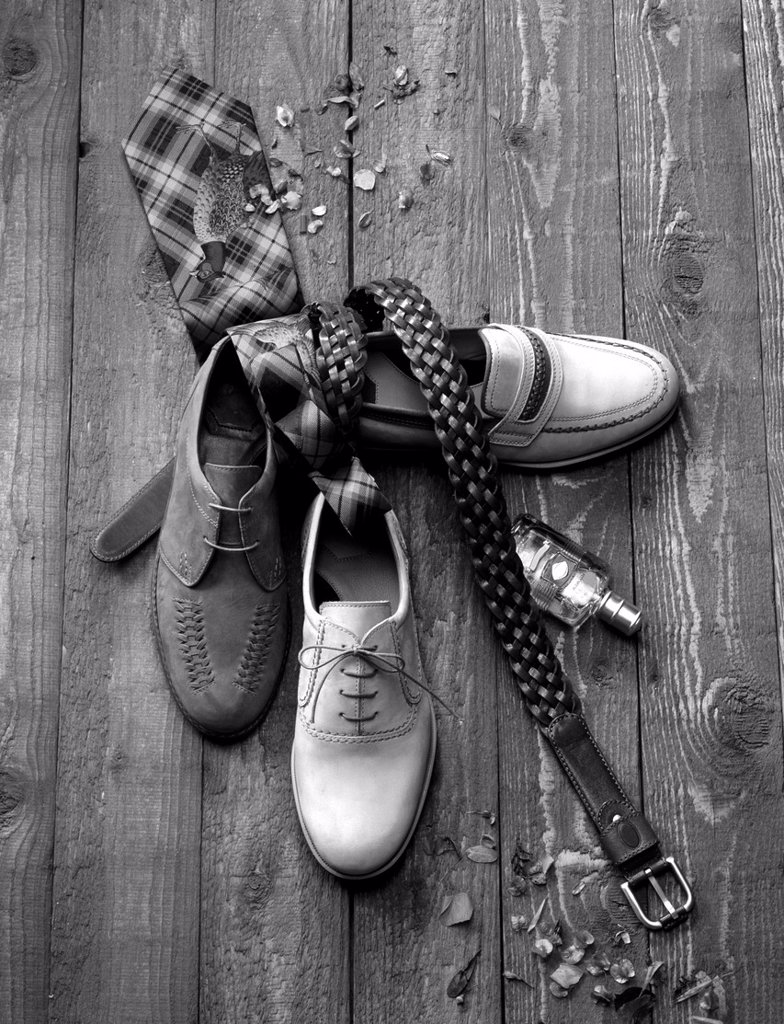 Men´s fashion concept  Shoes, belt and tie in black and white : Stock Photo