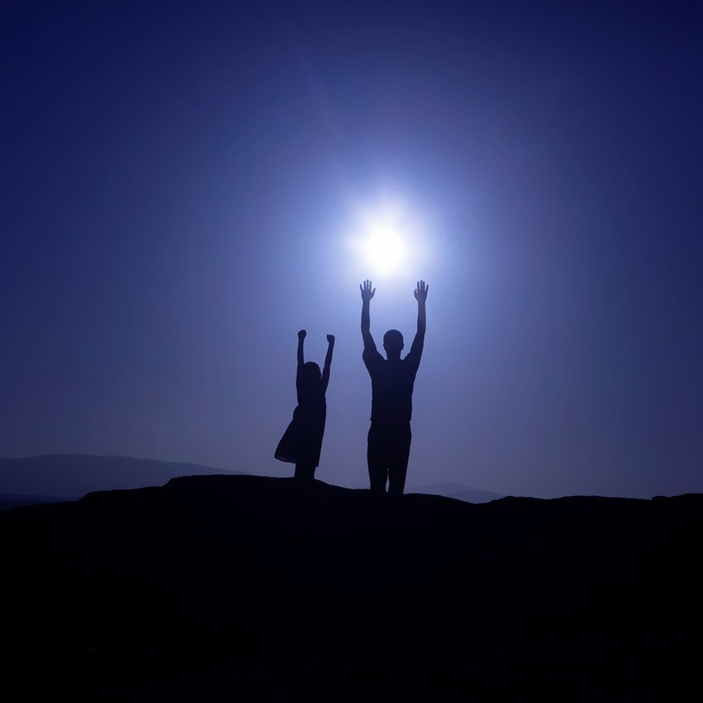 Stock Photo: 1566-1045519 Father and daughter are reaching for the sun