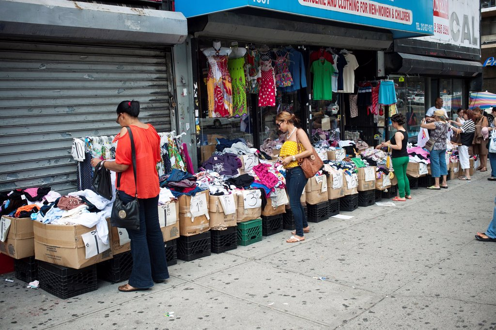 Street life and shopping in the primarily Dominican New York neighborhood of Washington Heights : Stock Photo