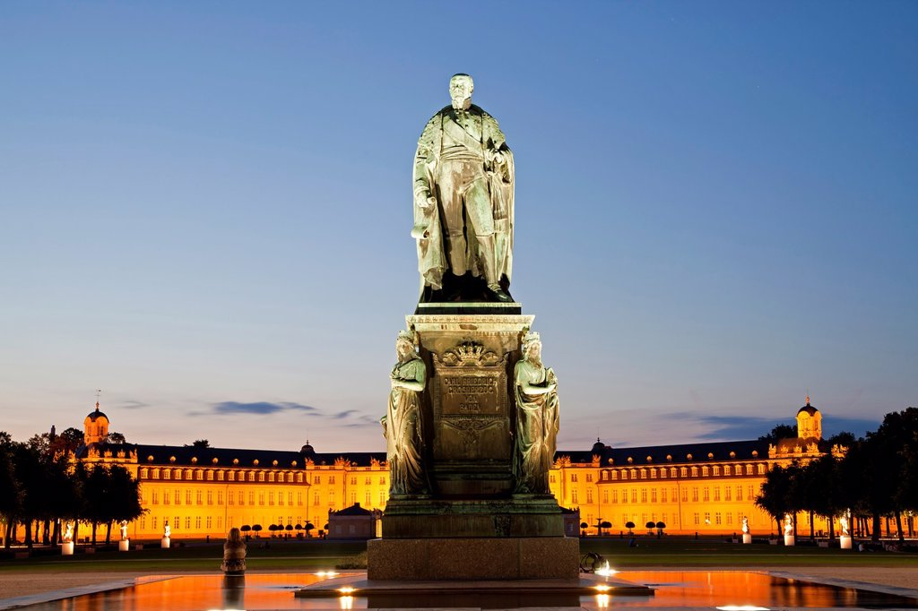 monument for Karl Friedrich von Baden in front of the illuminated Karlsruhe Palace, Karlsruhe, Baden-Württemberg, Germany : Stock Photo