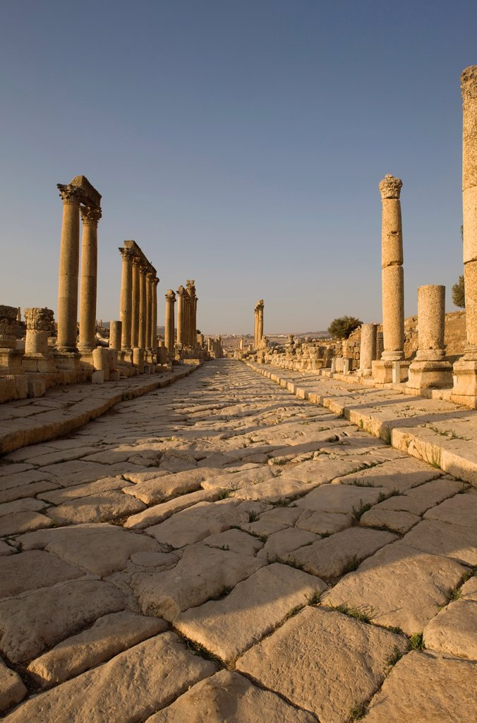 Stock Photo: 1566-1046891 CARDO MAXIMUS GRECO ROMAN COLONNADED STREET RUINS JERASH JORDAN