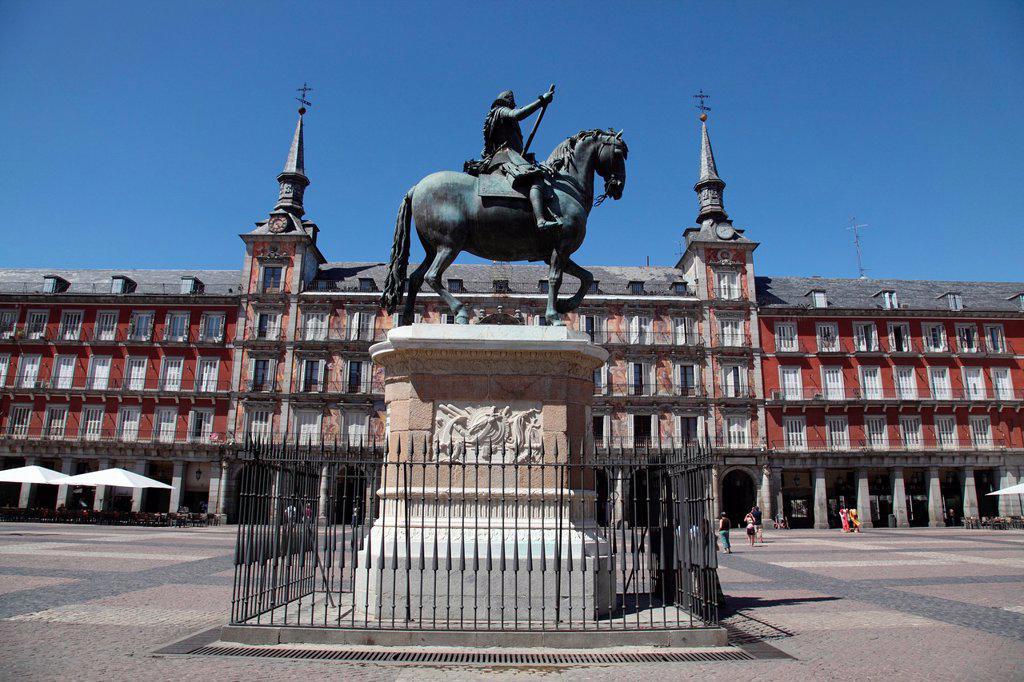 Plaza Mayor and the monument to Felipe III, Madrid, Spain, Europe : Stock Photo