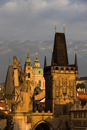MALA STRANA TOWER KING CHARLES IV BRIDGE PRAGUE CZECH REPUBLIC : Stock Photo