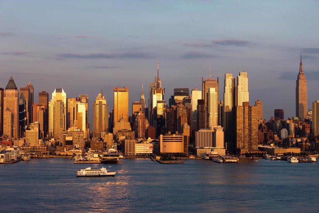 Stock Photo: 1566-1048080 MIDTOWN SKYLINE HUDSON RIVER MANHATTAN NEW YORK CITY USA
