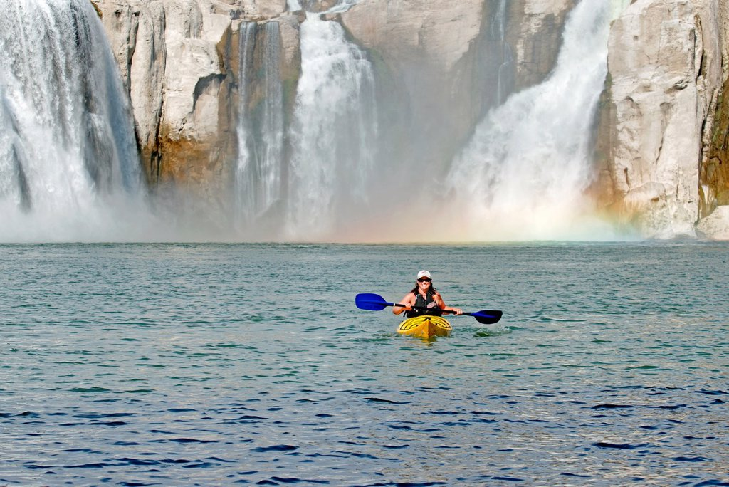 Shelley Coleman kayaking on the Snake River below Shoshone Falls in the Snake River Canyon near the city of Twin Falls in southern Idaho : Stock Photo