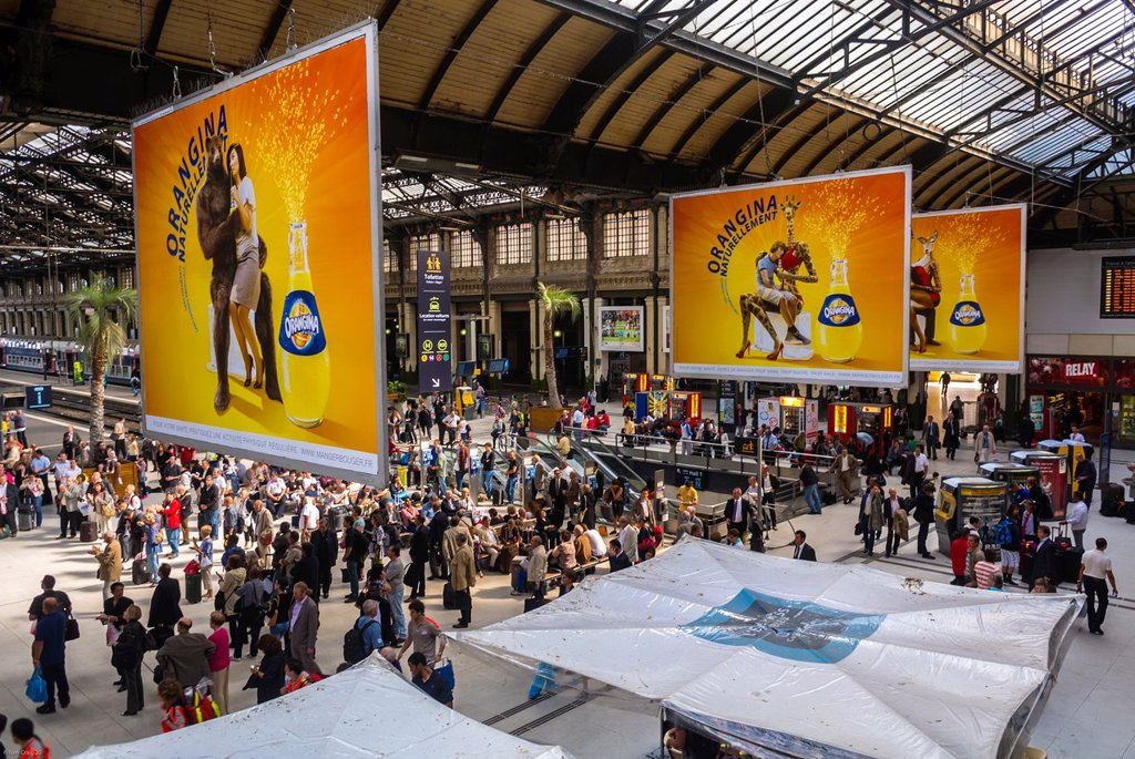 Stock Photo: 1566-1048837 Paris, France, Toursts Traveling in Train Station, Gare de Lyon,