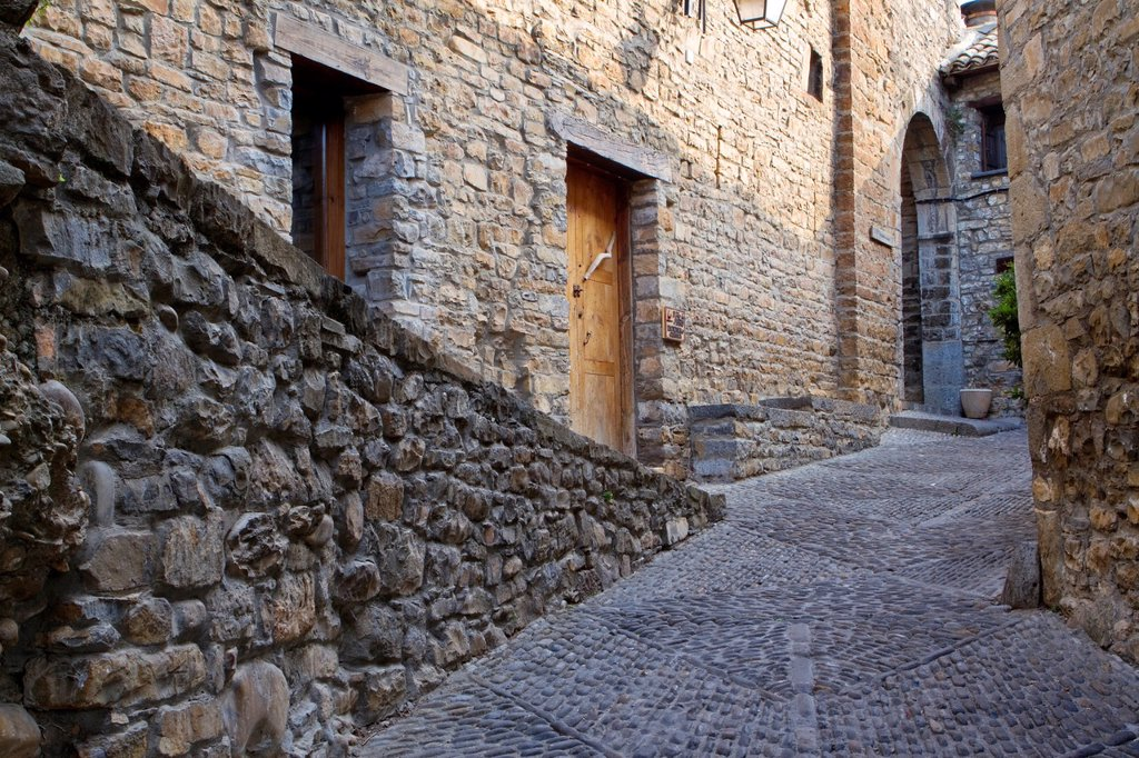 Detail of a street of medieval Aínsa village, in Sobrarbe region, declarated Historical-Artistic Site  Huesca, Aragón, Spain : Stock Photo