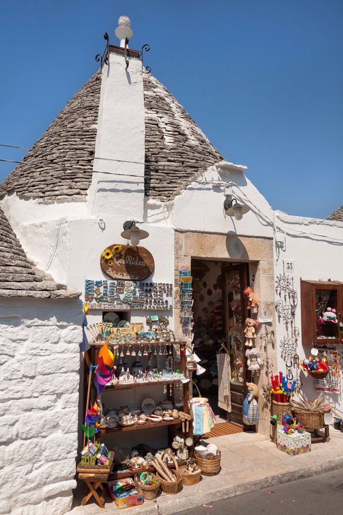 Stock Photo: 1566-1052014 Traditional trulli shop, Rione Monti, Alberobello, province of Bari, in the Puglia region, Italy