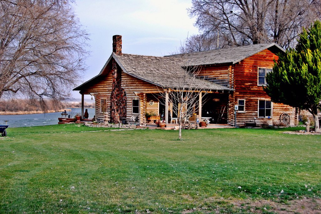 Stock Photo: 1566-1057273 Log cabin home on the Collet farm next to the Snake River near Grand View, Idaho