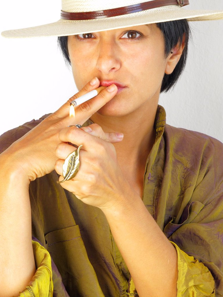 Stock Photo: 1566-1063007 women smoking