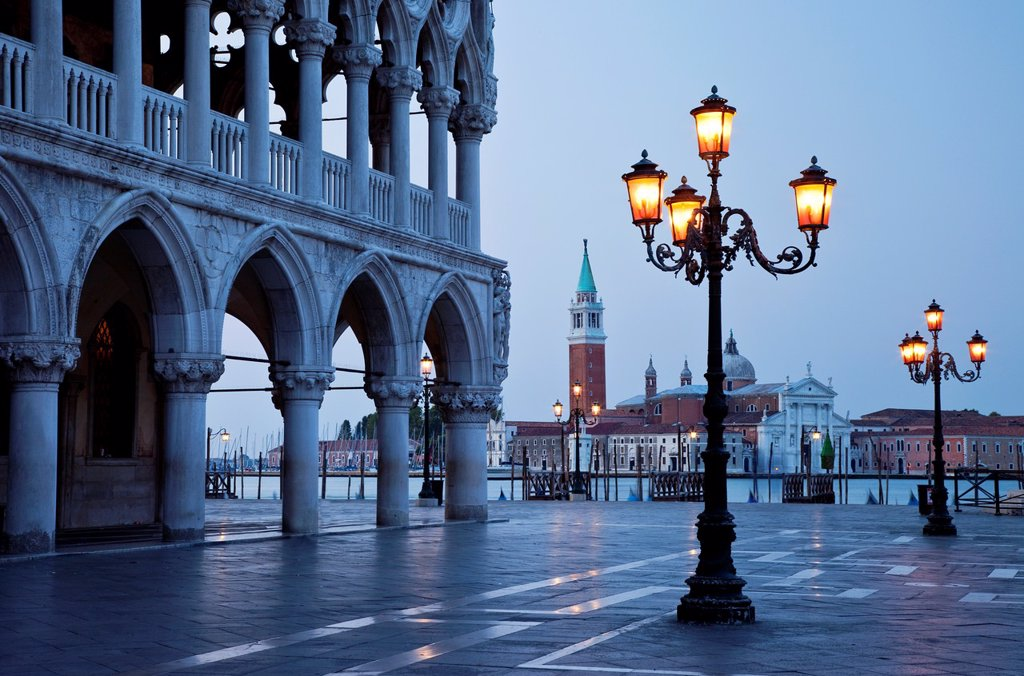 The Doge´s Palace Just before dawn, Venice Veneto Italy : Stock Photo
