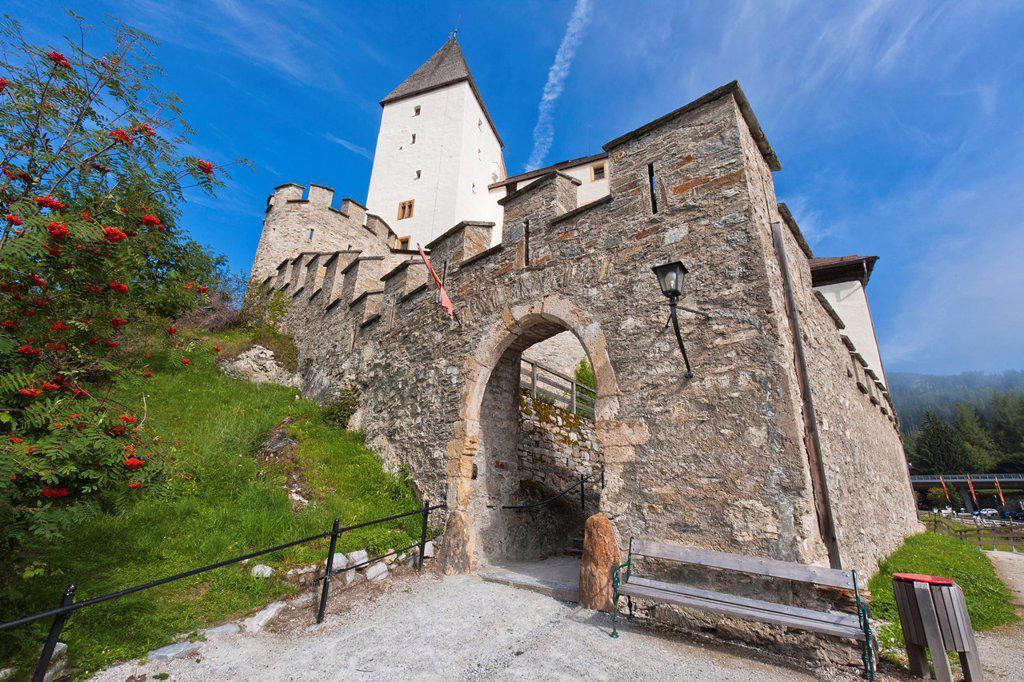 The picturesque Mauterndorf Castle, Mauterndorf, Austria, Europe : Stock Photo