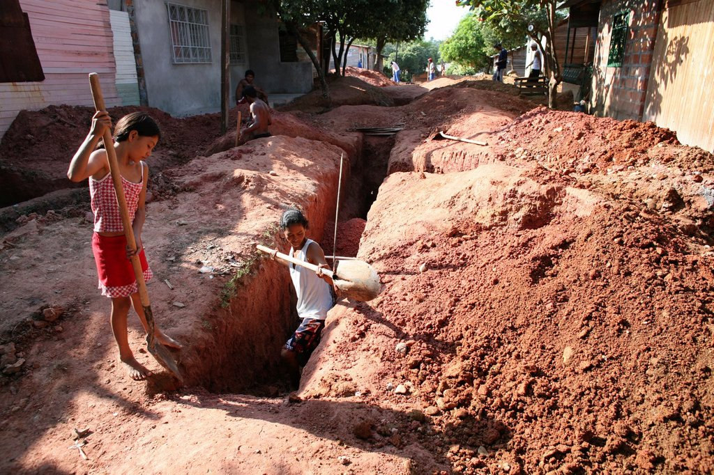 Poor communities building a sewerage system in their slum The government provides the materials : Stock Photo