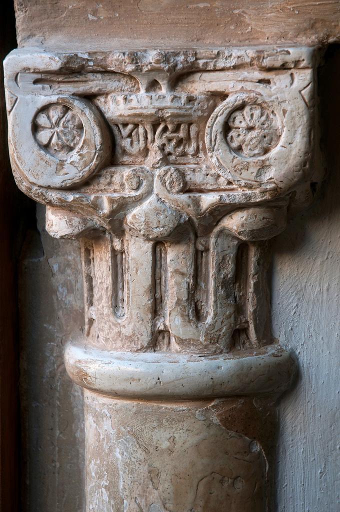Patio de los Leones- column and capital detail  The Alhambra  Granada  Spain : Stock Photo