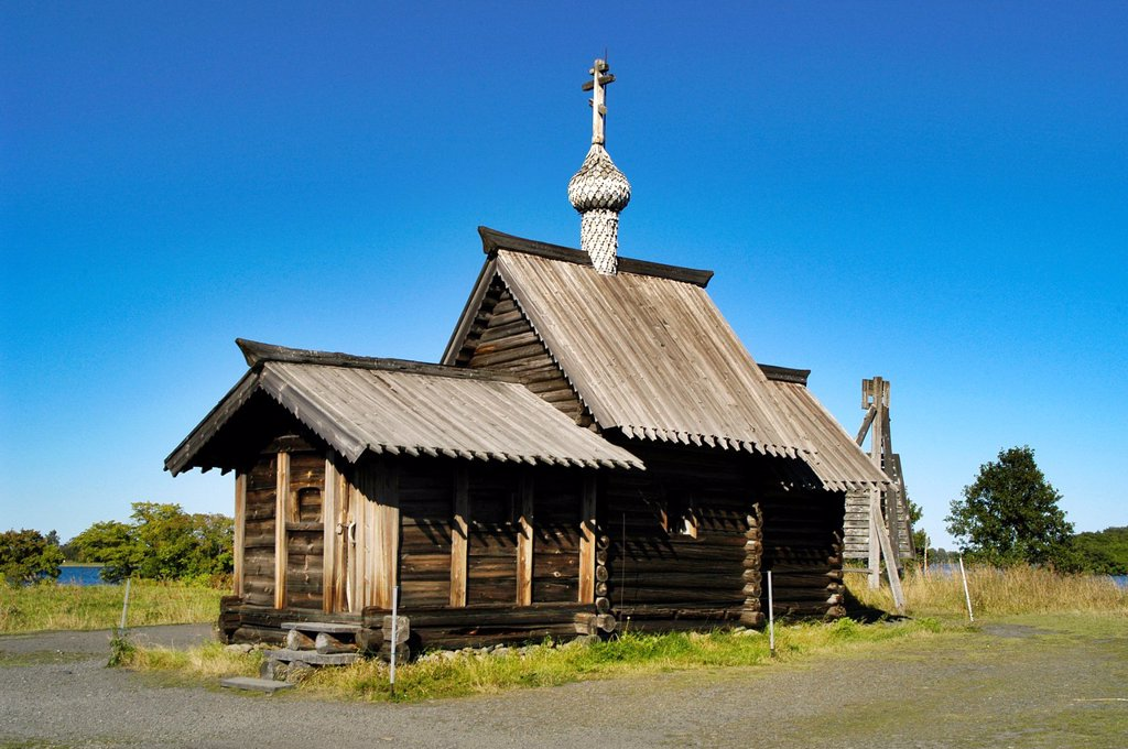 Stock Photo: 1566-1075787 Russia, Karelia Republic, Lake Onega, Kizhi Island, Kizhi Open Air Museum, Church of the Resurrection of Lazarus Pre-16th Cent