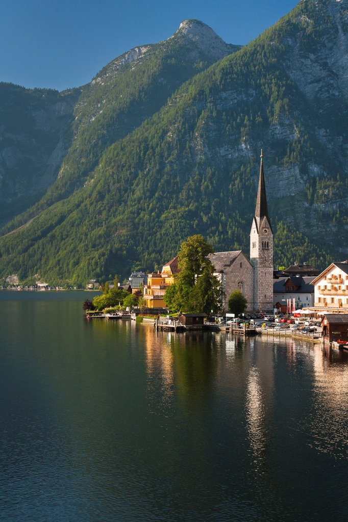 Stock Photo: 1566-1077365 The picturesque village of Hallstatt in the Salzkammergut, Austria, Europe