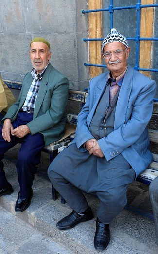 Stock Photo: 1566-1079012 Turkey, Diyarbakir, old men.