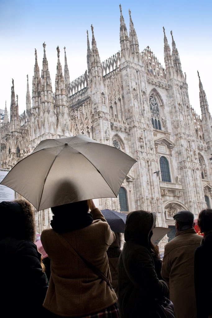 Stock Photo: 1566-1079229 Rainy day in Duomo square, Milan, Italy