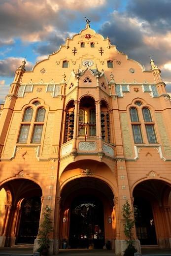 Art Nouveau Sezession City Hall designed by Lechner Ödön with Zolnay tiles, Hungary Kecskemét : Stock Photo