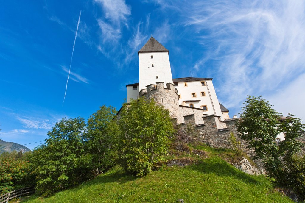 Stock Photo: 1566-1079861 The picturesque Mauterndorf Castle, Mauterndorf, Austria, Europe