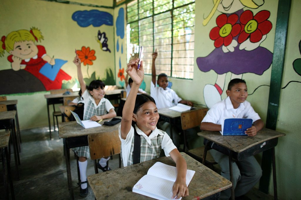 Stock Photo: 1566-1080262 primary school children in Colombia