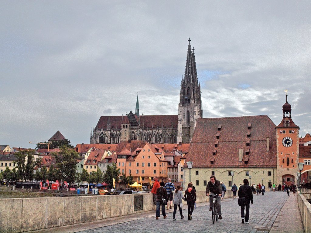 Stock Photo: 1566-1082228 Dom St Peter the Regensburg Cathedral from the Old Stone Bridge  The clock tower arch marks the entrance to Old Town Regensburg