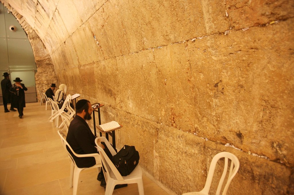 Stock Photo: 1566-1082785 The men´s prayer area including Wilson´s arch located at the Western wailing wall in Jerusalem