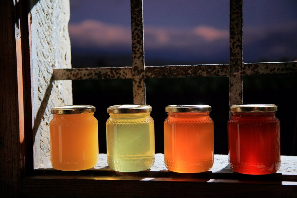 Stock Photo: 1566-1083071 Organic honey, Tuscany, Italy