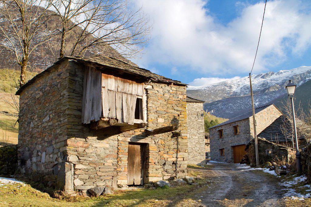 Traditional old house in Balouta, Sierra de Ancares Space Natural  Biosphere Reserve of Sierra de Ancares  León province  Castilla y León, Spain : Stock Photo